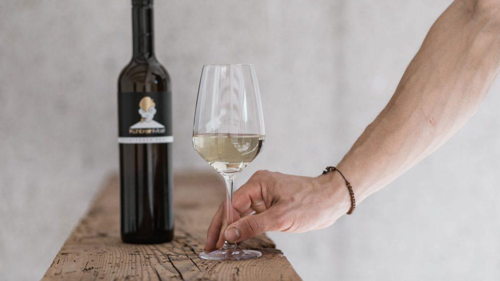 KühbreinMost und Weinglas